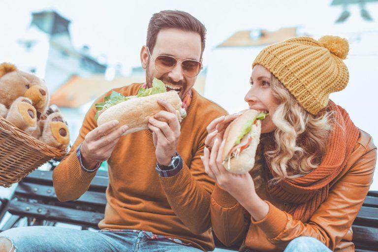 Couple-eating-a-sub